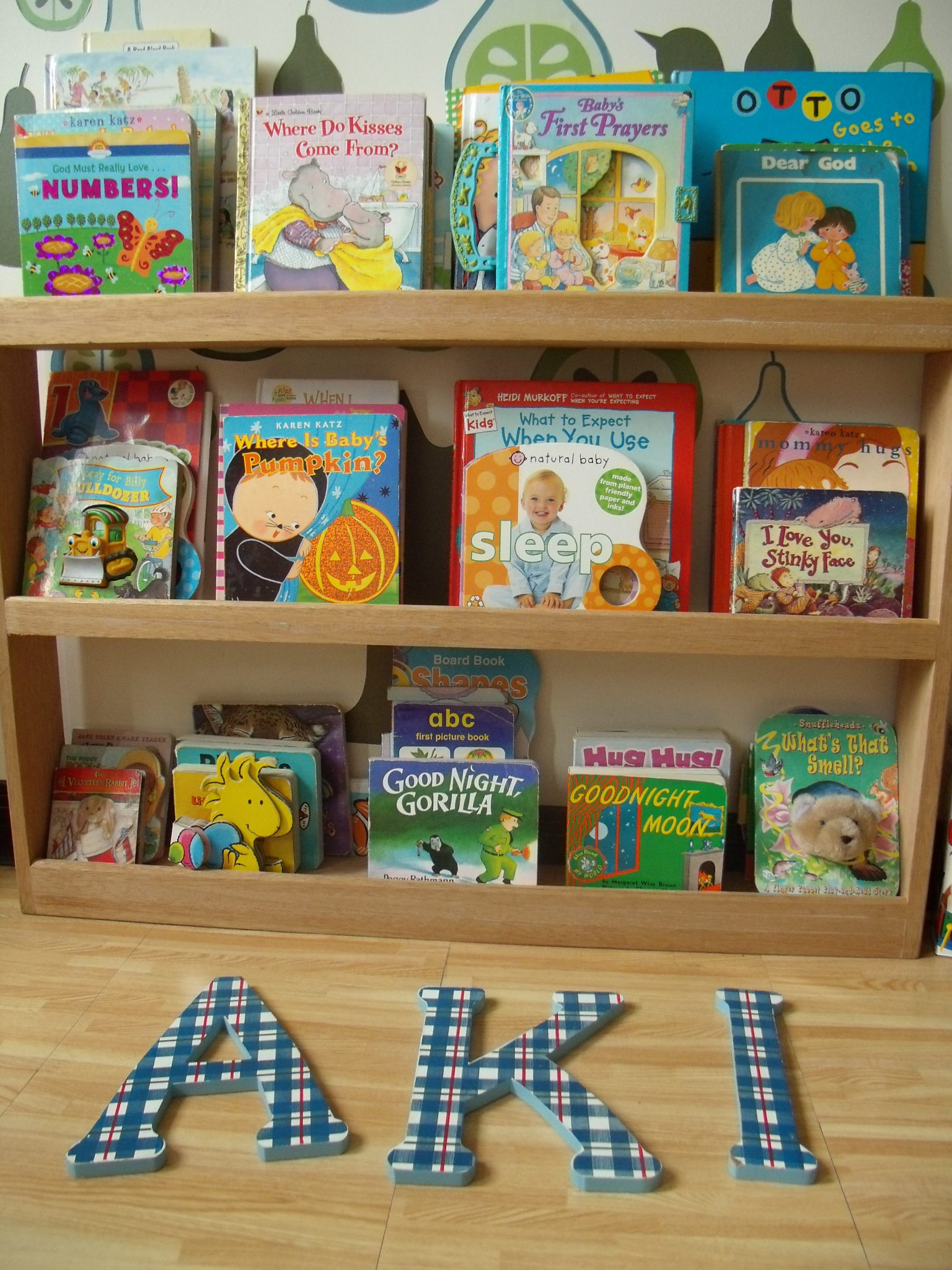 How To Make A Book Holder Out Of Cardboard ~ Diy cardboard bookcase familia kiki