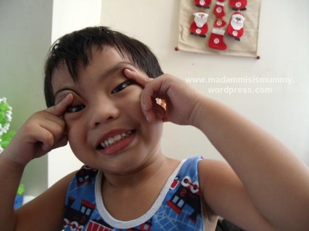Sometime DecemberAki: Look, I have Chinese eyes!