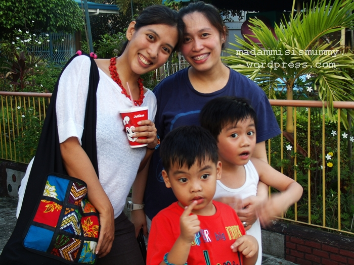 This is my friend, Lui and her son Buwi all the way from Shanghai. I have to post this because finally  after at least 4 reschedules in the last 2 years, and at least 2 dozens of stale bread ( dahil lagi  akong iniinjan ng bakilita ito!) our playdate pushed thru. Love you, Bex!